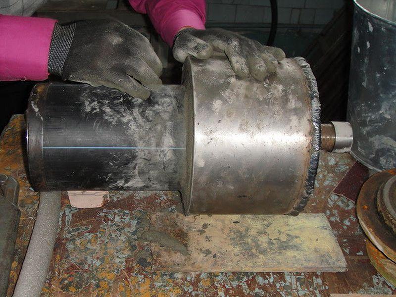 Финишная заделка Дегидролом 5 стыка пластиковой трубы с металлической гильзой