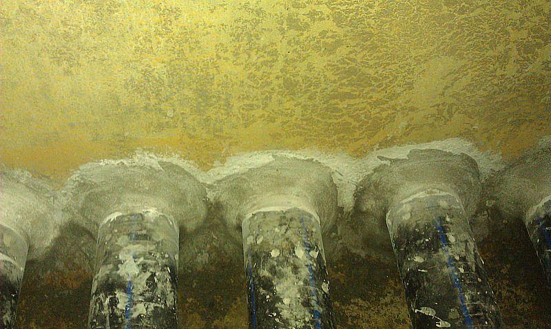 Дегидролом 7 и Дегидролом 5 выполнена гидроизоляция стыков металлических гильз с пластиковыми трубами в фильтре станции водоподготовки