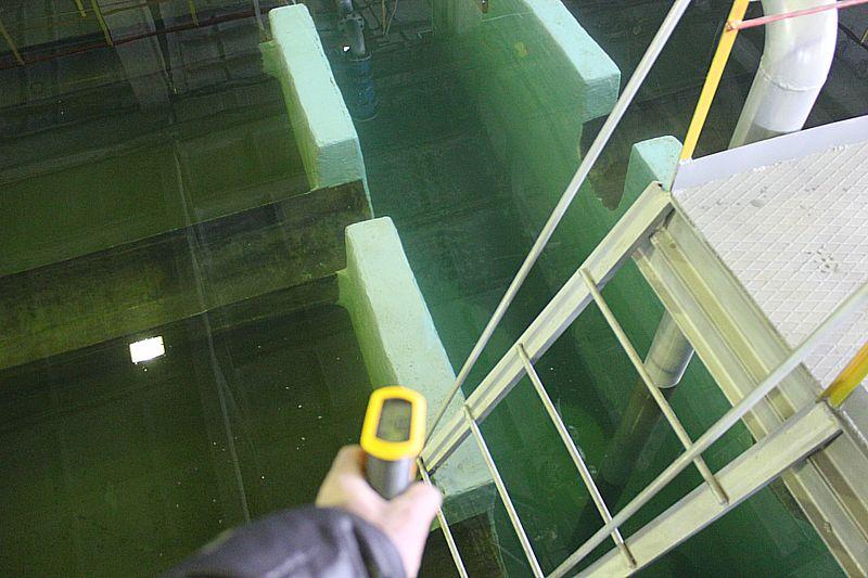 Выполнена гидроизоляция стыков пластиковых труб подачи воды в фильтр с металлическими гильзами, а также ремонт и гидроизоляция бетонных конструкций фильтра Дегидролом