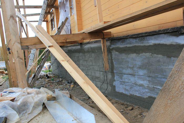 Гидроизоляция стыков, швов и трещин  и повышение водонепроницаемости монолитного бетонного фундамента