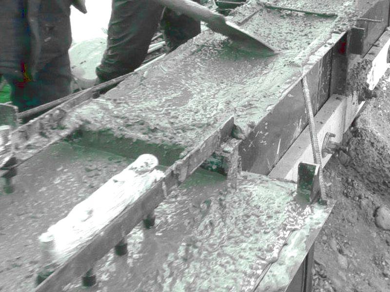 Заливка бетонной смесью с добавкой Бетоноправа 6 ростверка на морозе