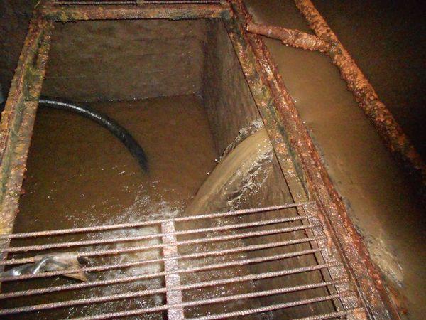 Откачка воды из приямка резервуара чистой воды.